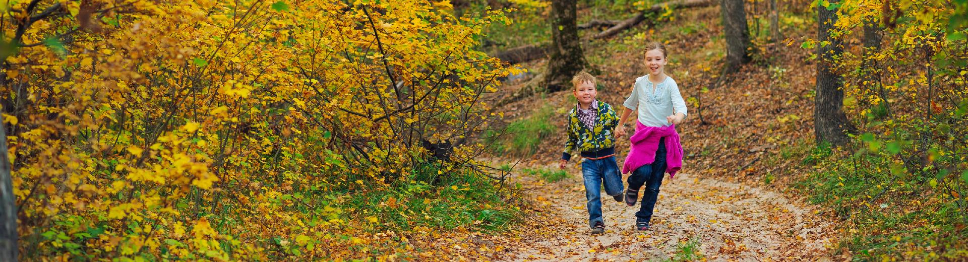 banner-kids-running-fall